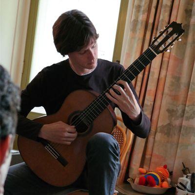 huiskamerconcert met klassiek gitarist robert beemsterboer