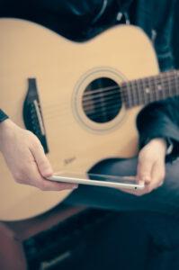 gitarist gaat online met tablet
